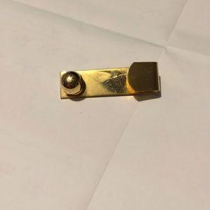 Cool vintage gold tone brooch